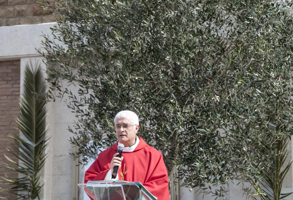 Domenica delle Palme - don Gianni e ulivo